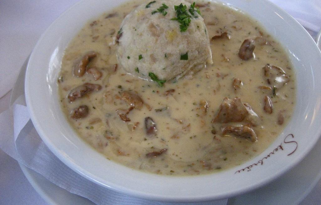 Zupa grzybowa z pulpetami rybnymi