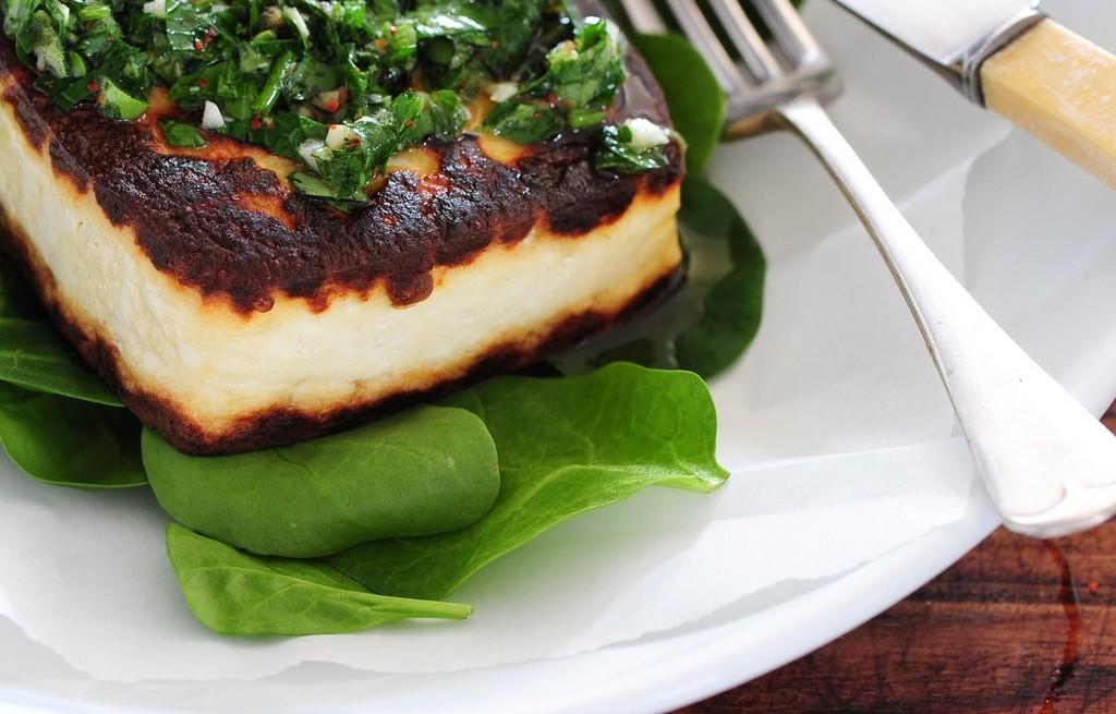 Tofu smażone w sosie chimichurri
