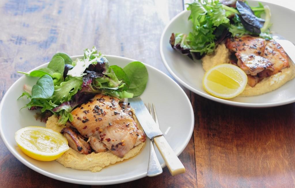 Kurczak z hummusem i roszponką
