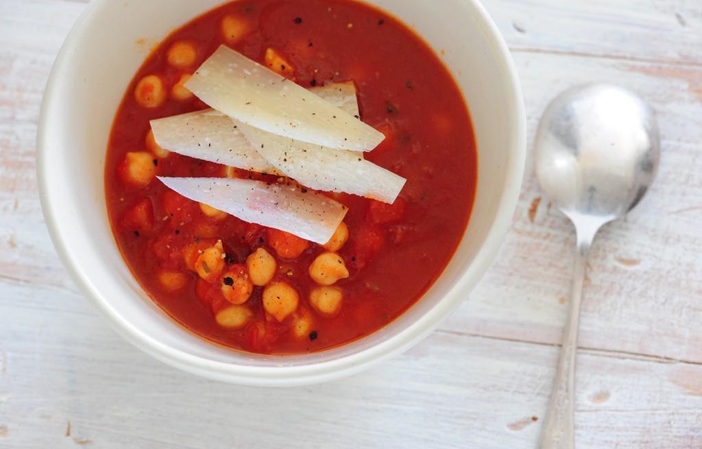 Zupa z ciecierzycy i pomidorów