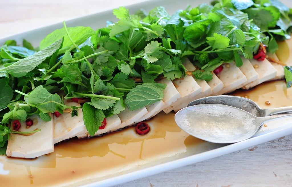 Tofu w sosie sojowym z imbirem i ziołami