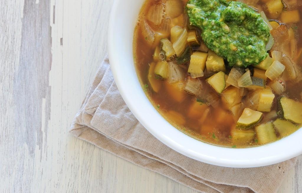Zupa warzywna z pesto