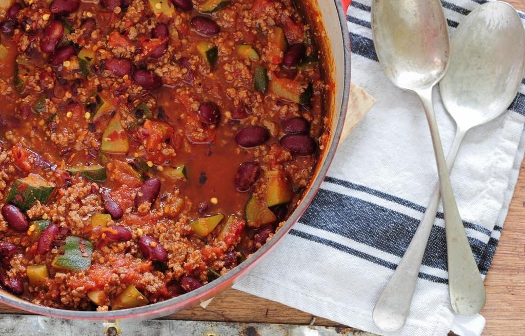 Kuskus z warzywami i sosem chili