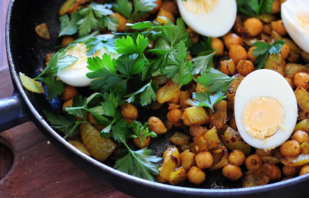 Jajka z cieciorką w curry