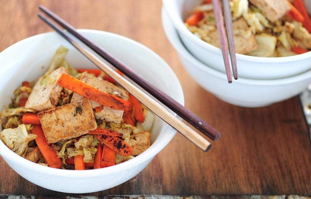 Tofu grillowane z marchewką i kalafiorem
