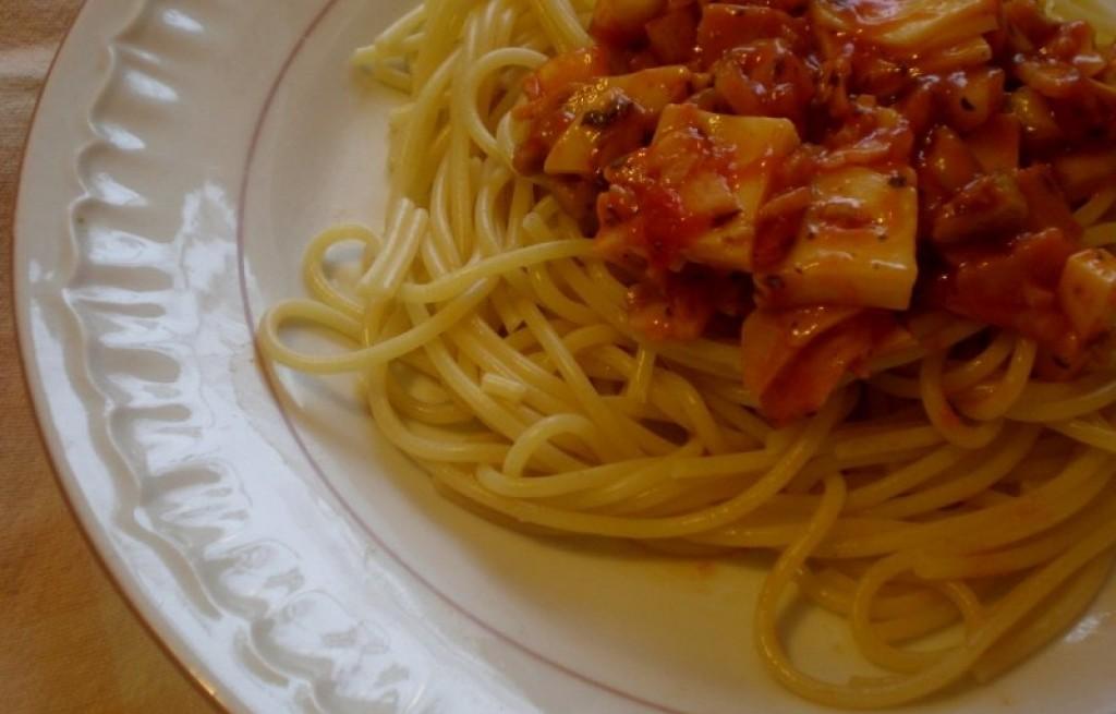 Spaghetti z sosem własnego wyrobu