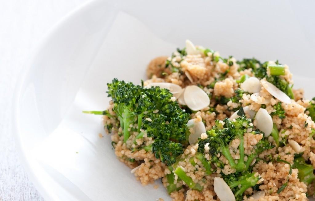 Kuskus z brokułem i migdałami