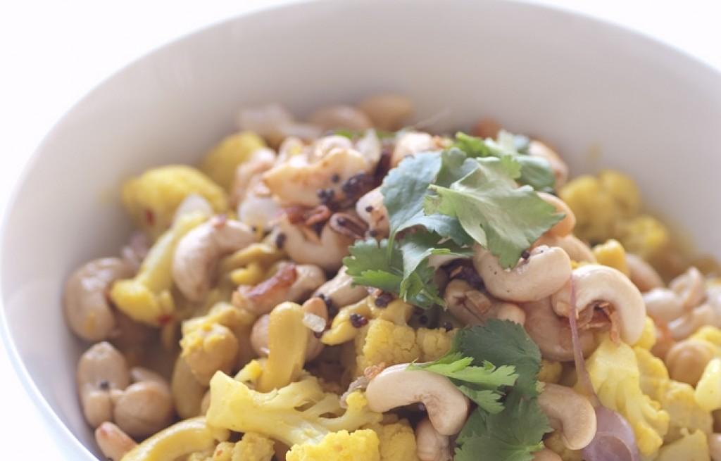 Kalafior w curry z orzechami nerkowca
