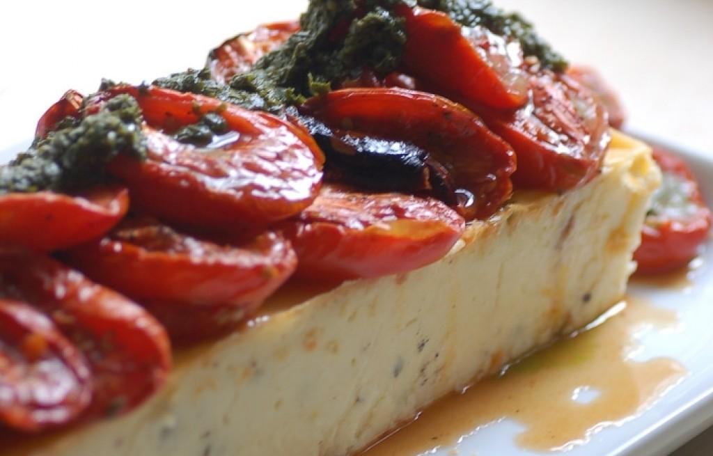 Ricotta pieczona z pomidorami, szpinakiem i parmezanem