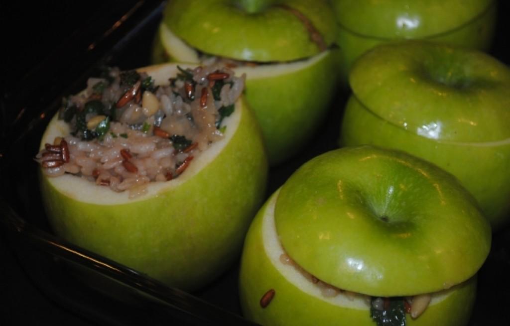 Jabłka nadziewane ryżem, orzechami i migdałami