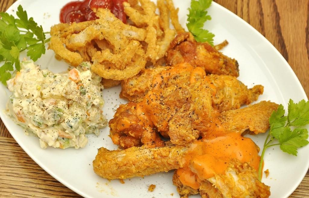 Kurczak z kurkumą i sałatką