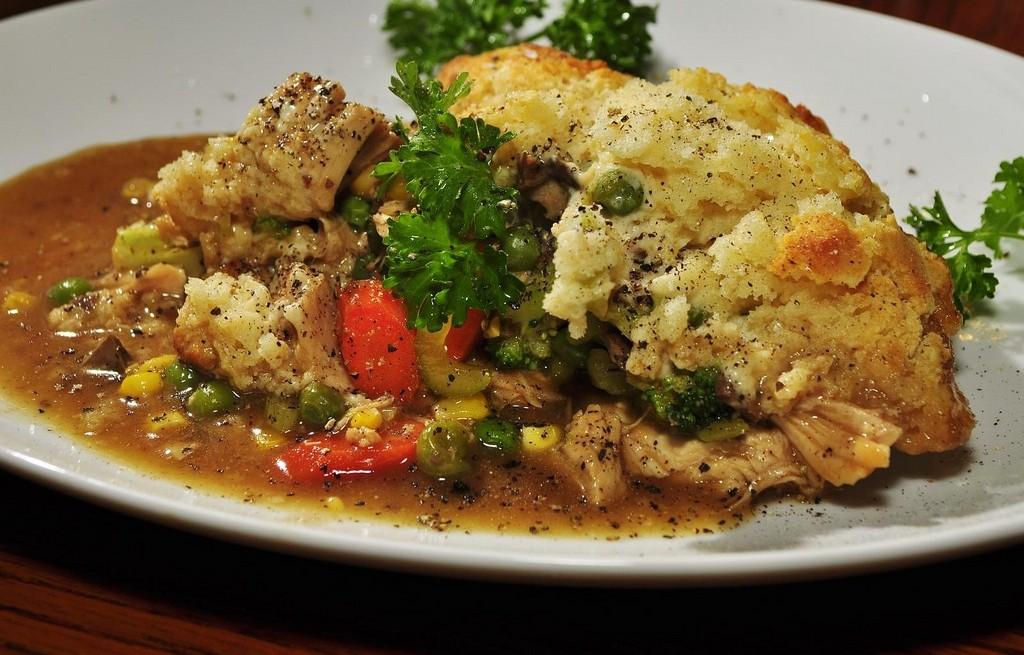 Indyk z gotowanymi warzywami i kalafiorem
