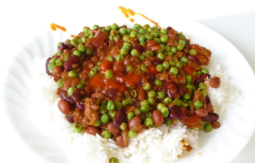 Ryż z wołowiną, warzywami i chili