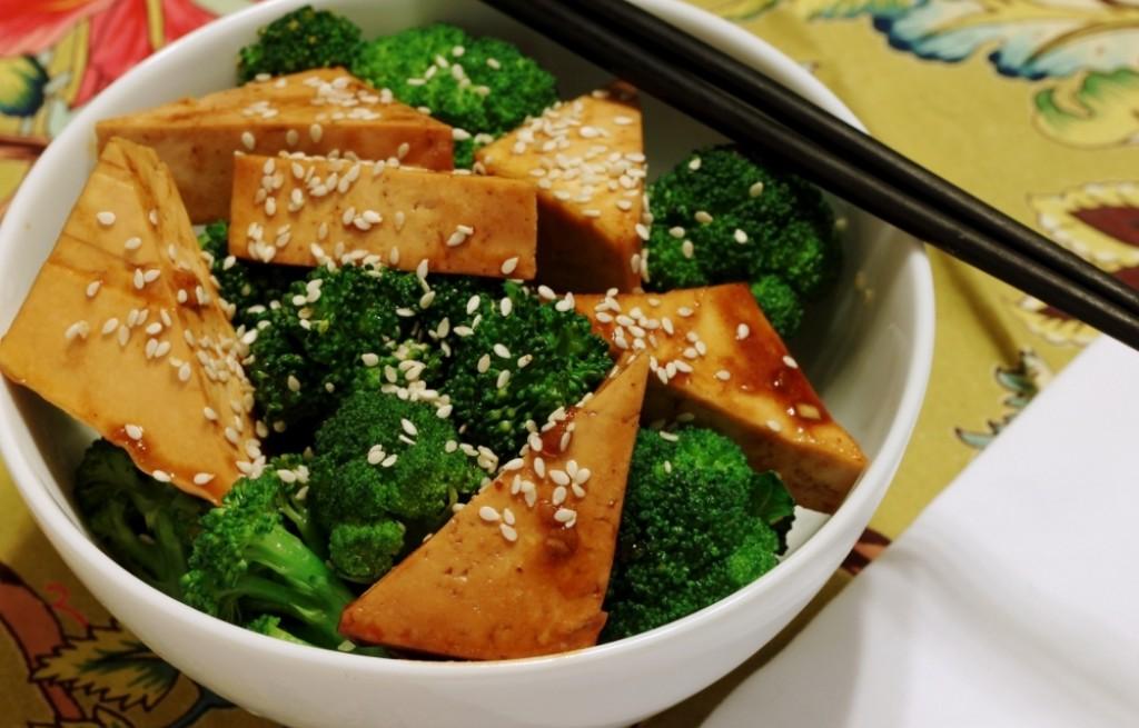 Tofu z brokułem w sosie