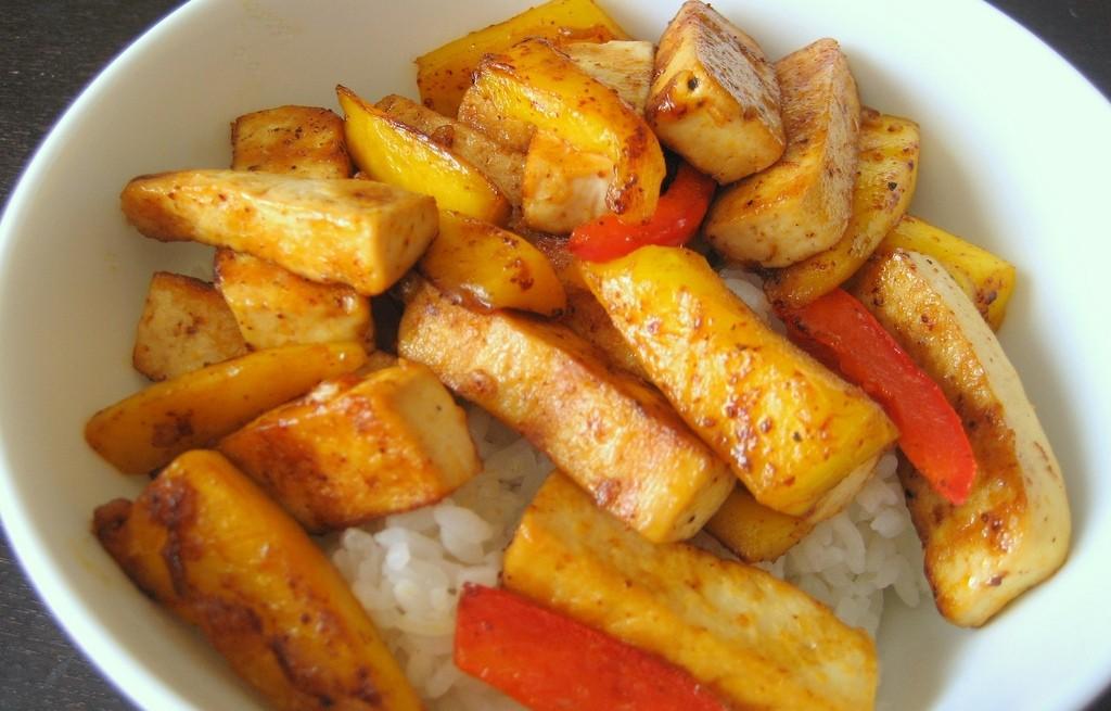 Ryż z mango, marchewką i tofu