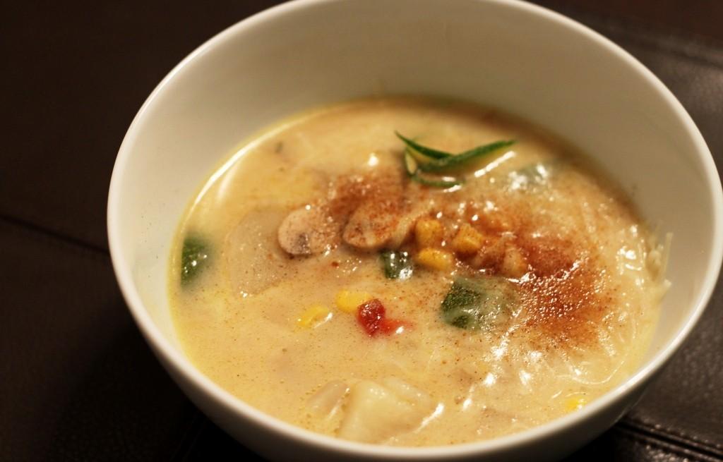 Kremowa zupa jarzynowa z pieczarkami