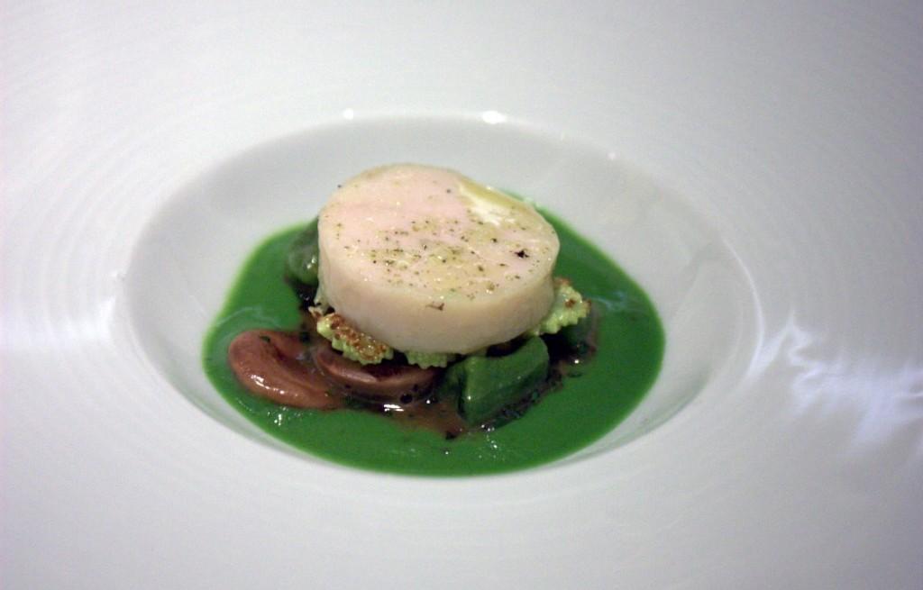 Krab z pieczarkami, glonami w sosem groszkowo-bazyliowym