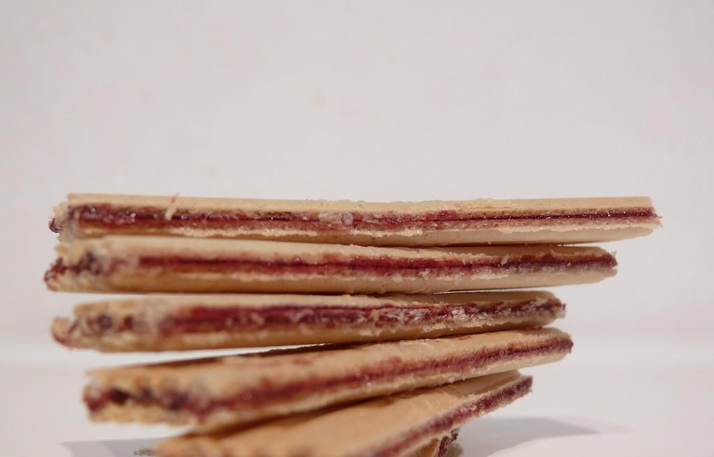 Ciastka biszkoptowe z serem i dżemem