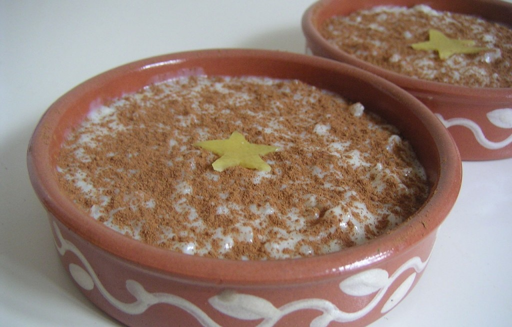 Pudding ryżowy z cynamonem i karambolą