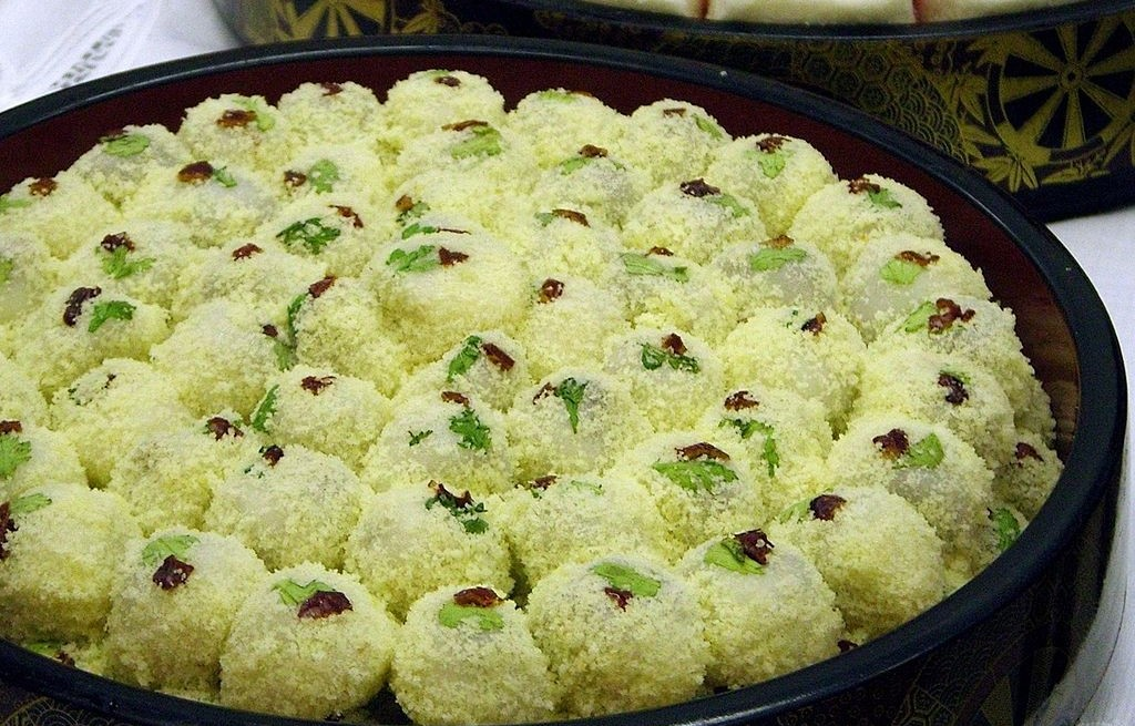Kulki kokosowo-ryżowe z miętą i owocami