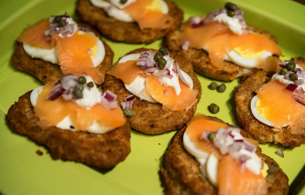Kotlety chlebowe z jajkiem i łososiem