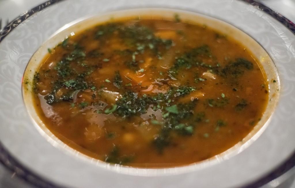 Zupa jarzynowa z czosnkiem i bazylią