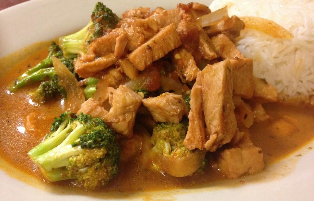 Kurczak w bulionie z ryżem i brokułem