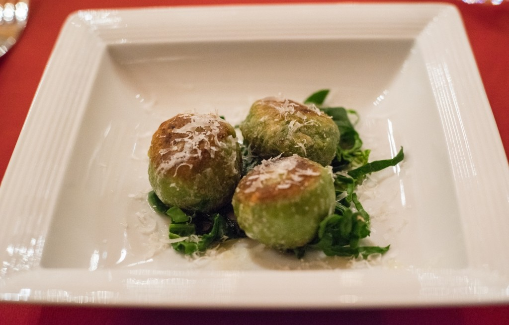 Kotlety ziemniaczano-serowe ze szpinakiem