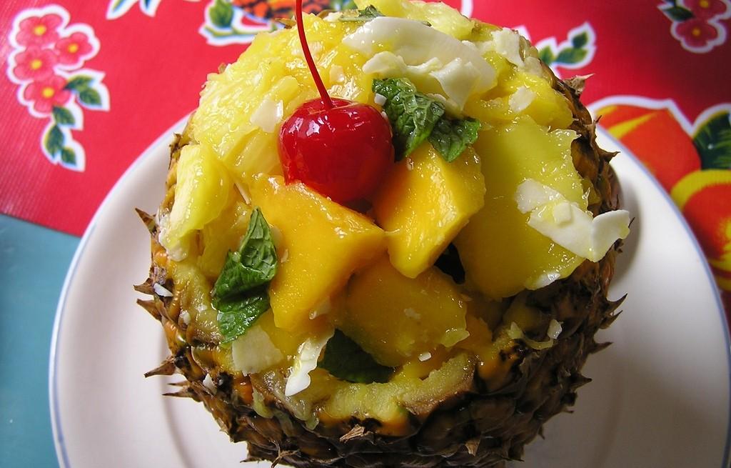 Sałatka z ananasa i mango