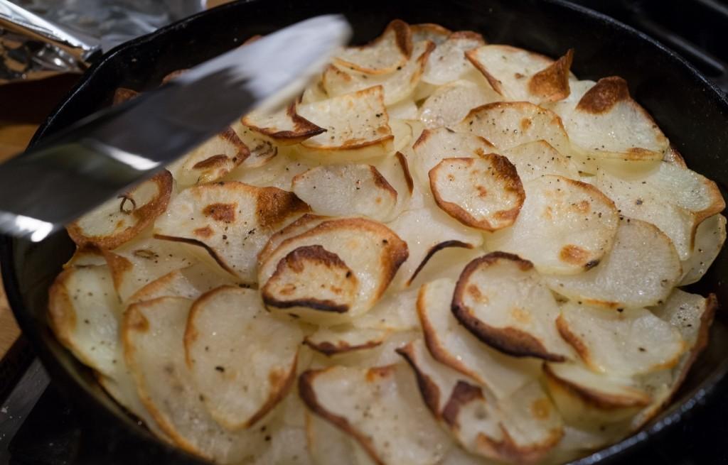 Ziemniaki z cebulą i mozzarellą
