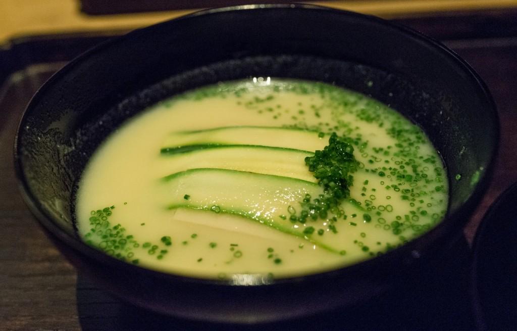 Zupa cukiniowa z miso oraz tofu