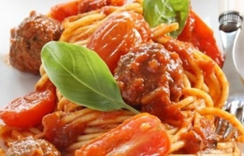 Spaghetti z pulpecikami i pomidorkami cherry