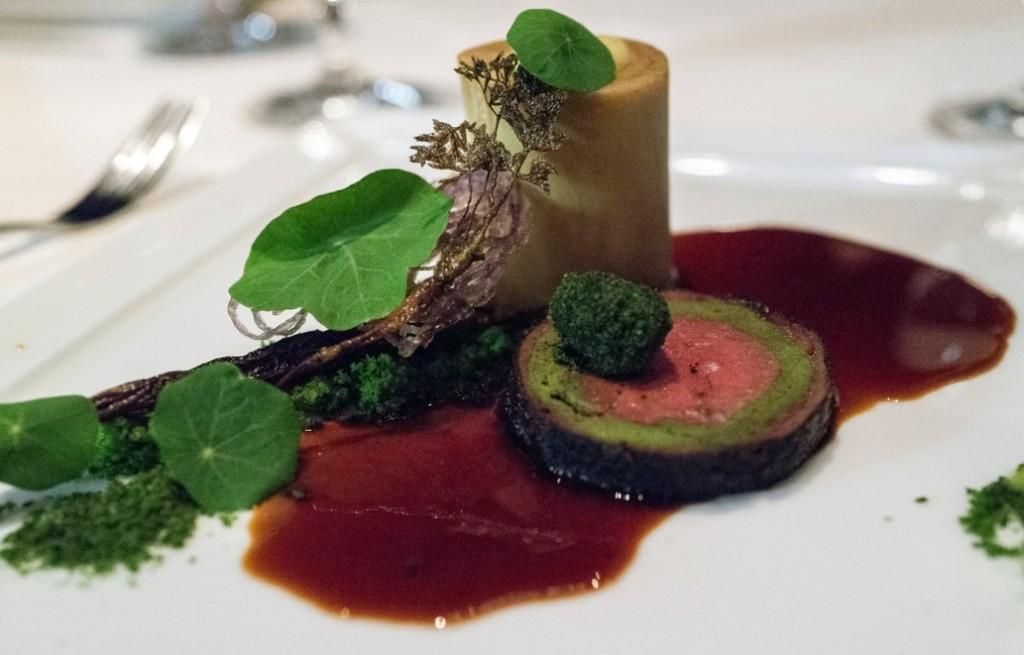 Kości wołowe z roladą mięsno-warzywną