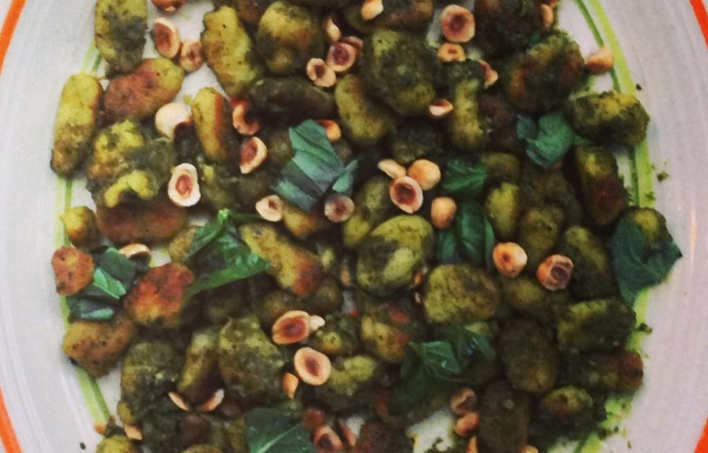 Gnocchi smażone w pesto z orzechami