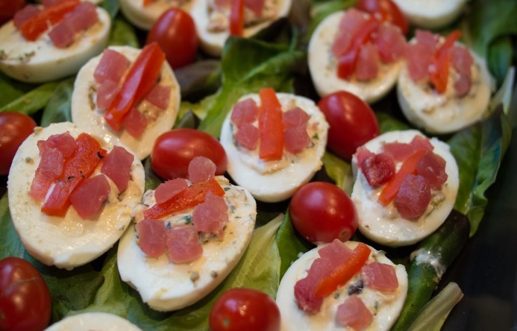 Jajka nadziewane z szynką i pieczarkami