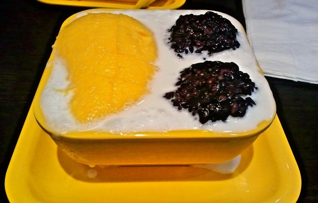 Czarny ryż z mlekiem i mango