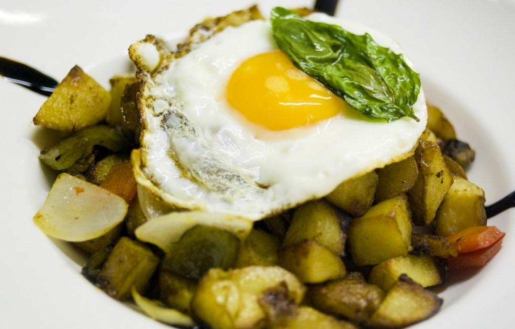 Warzywa smażone w ziołach z jajkiem