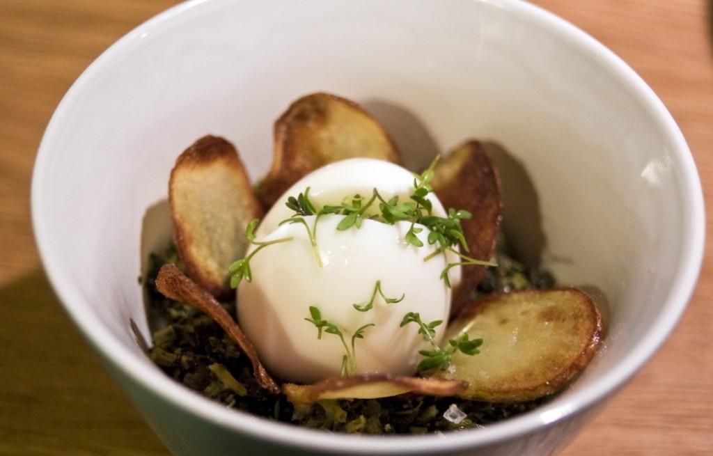 Jajka z jarmużem i ziemniakami