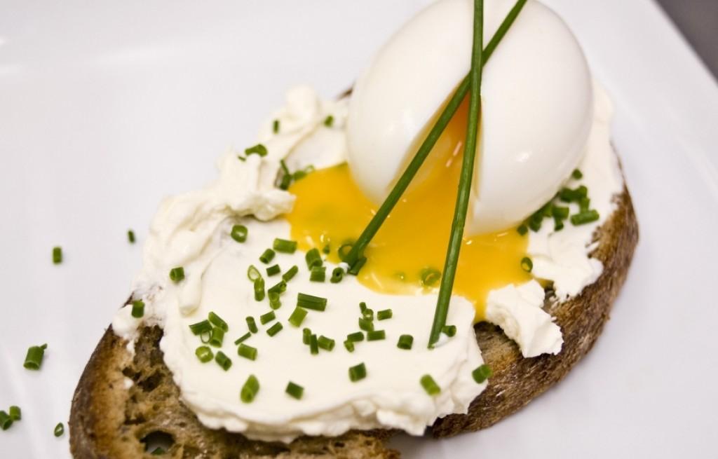 Grzanki z serem i jajkami