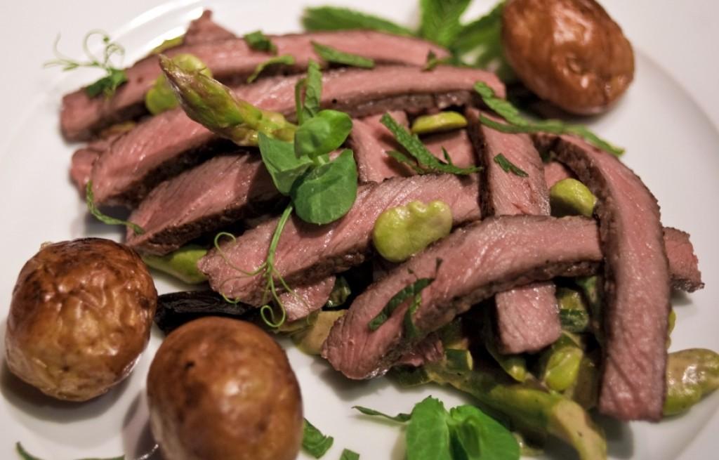 Polędwica grillowana z warzywami i miętą