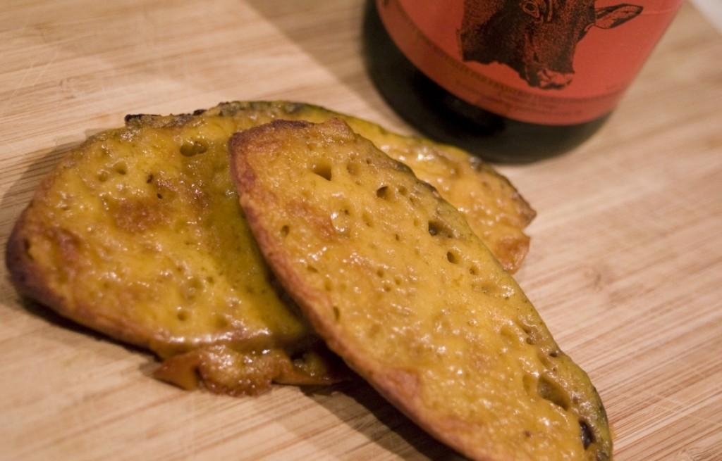 Grzanki z papryką, serem i gorczycą