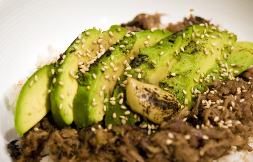 Karkówka z grillowanym awokado