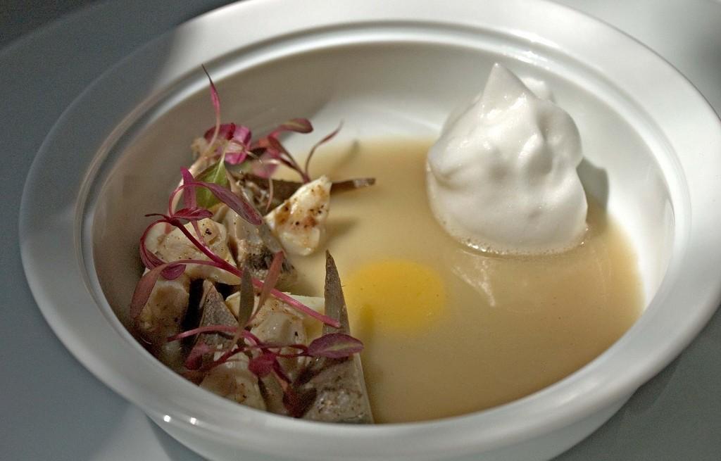 Zupa z karczocha z bitą śmietaną