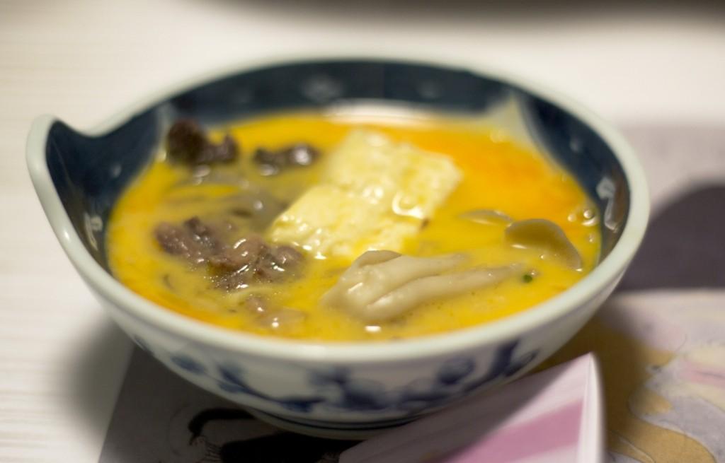 Zupa z kaczki, tofu i grzybów