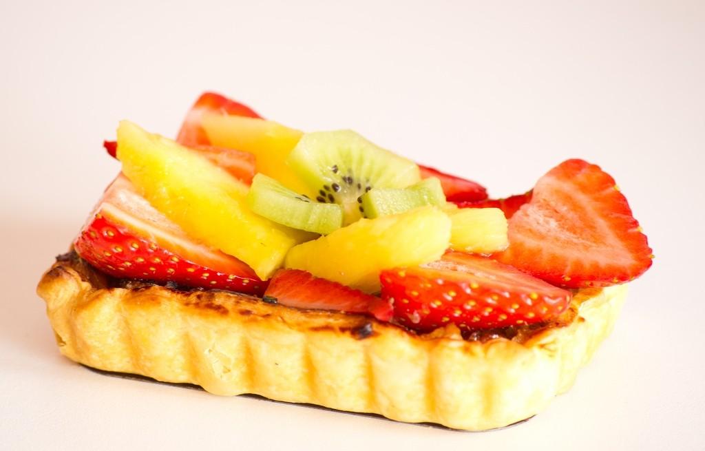 Grzanki z powidłem i owocami