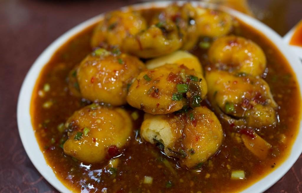 Ziemniaki w sosie bakłażanowo-paprykowym