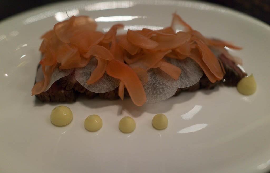 Żeberka wieprzowe z marchewką i rzodkiewką
