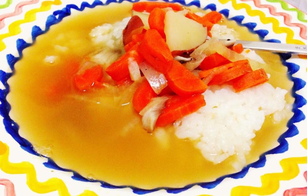 Bulion z ryżem, marchewką i jabłkiem