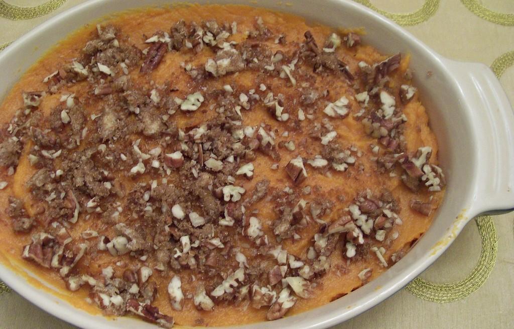Zapiekanka batatowa z migdałami i orzechami