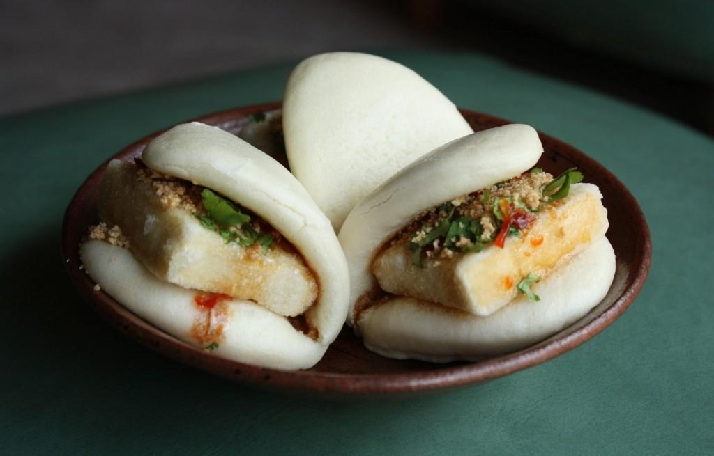 Parowańce z tofu i sosem orzechowo-chili